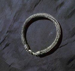 Stickat silverarmband