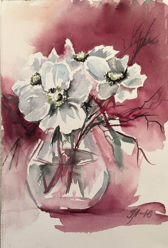 Vita blommor i vas